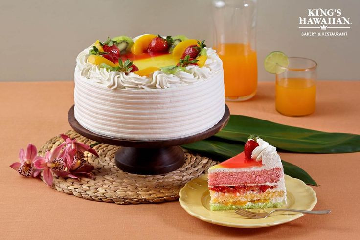 Kings Hawaiian Wedding Cakes  King s Hawaiian Paradise Delight freshfruit cake