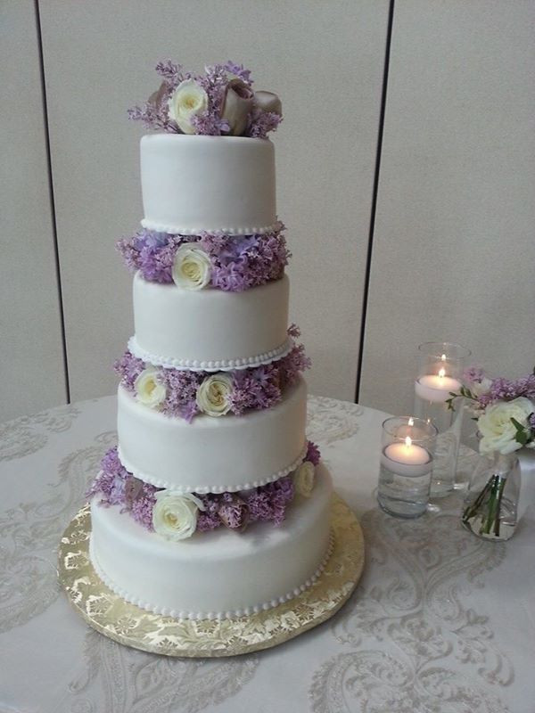 Lavender Wedding Cakes Pictures  Wedding Cake in Lavender and White