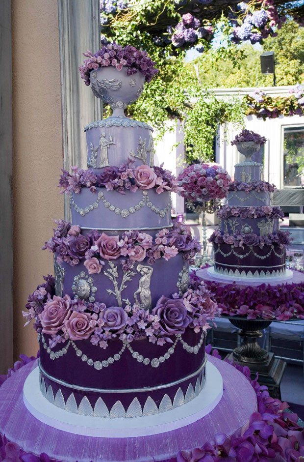 Lavender Wedding Cakes Pictures  Fancy Purple Wedding Cake With Purple Flowers