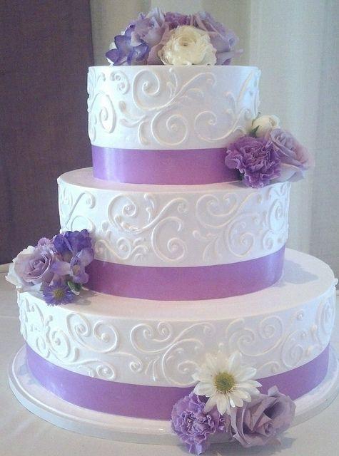 Lavender Wedding Cakes  White and lavender wedding cake 1774