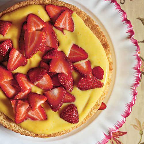 Light Easter Desserts  Sponge Cake with Orange Curd and Strawberries Easter