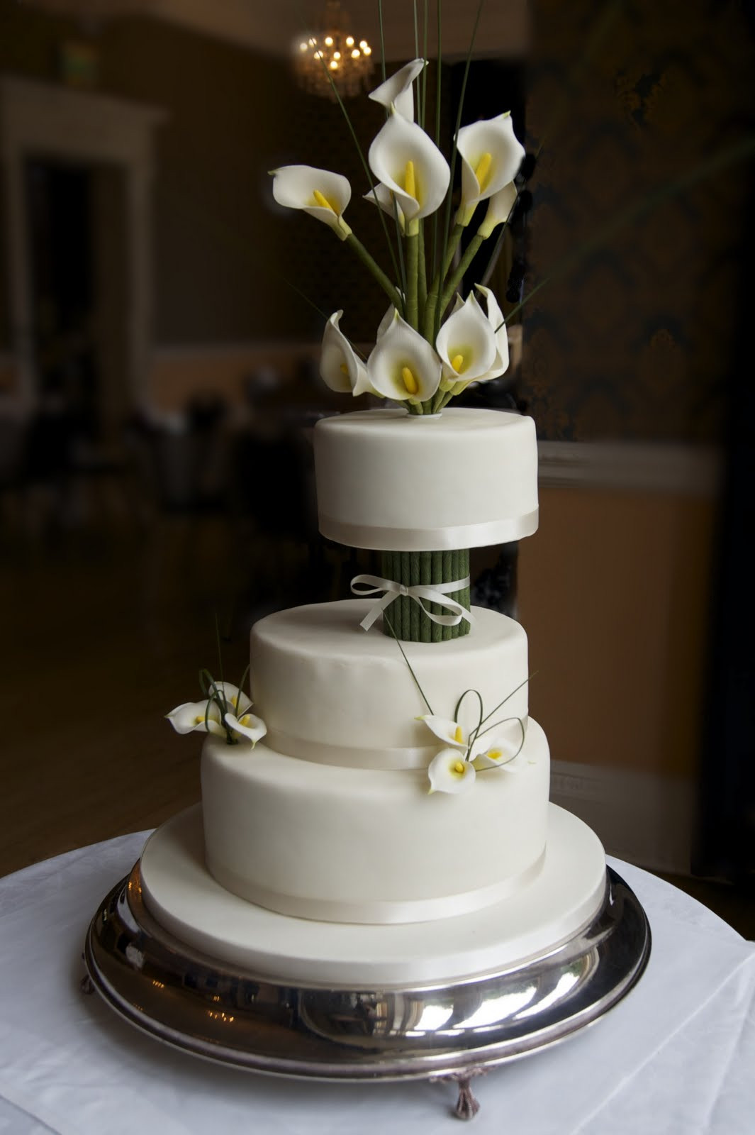 Lilly Wedding Cakes  REAL LIFE Ivory calla lily wedding cake