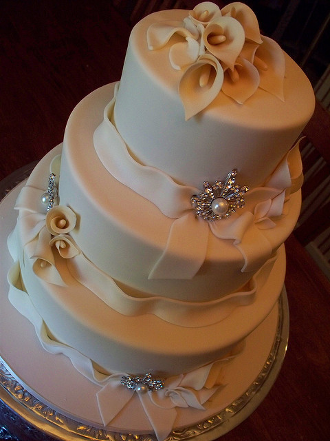 Lilly Wedding Cakes  e5c26e9c6c z