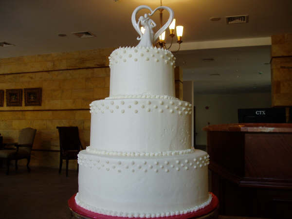 Local Wedding Cakes  Wedding Cakes from Local Bakeries Arabia Weddings