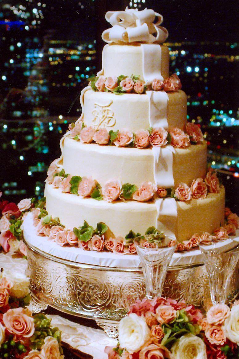 Local Wedding Cakes Bakeries  Reasons to Consider a Local Wedding Cake Bakery Southern