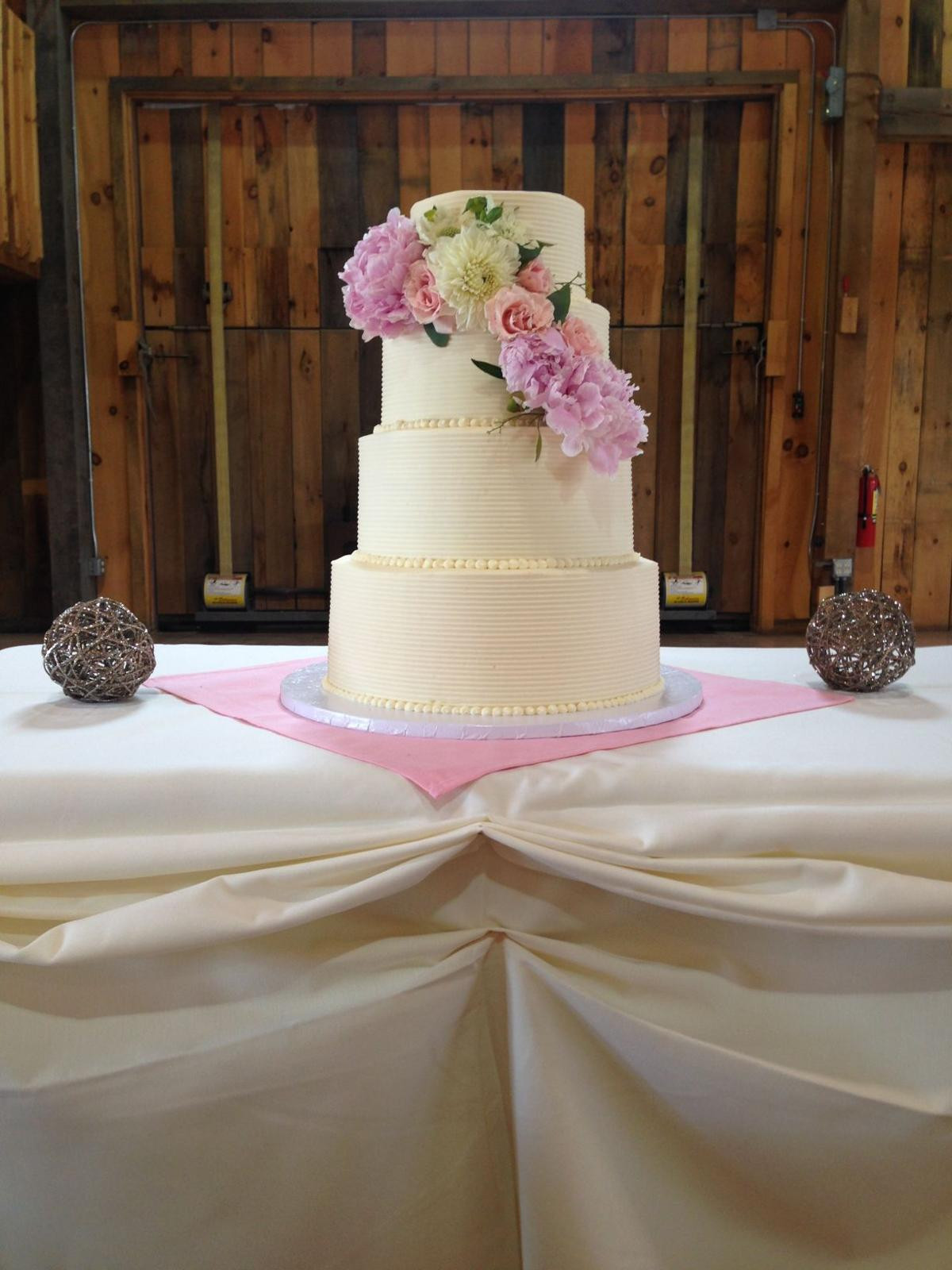 Local Wedding Cakes  Local bakeries make wedding cakes into works of art