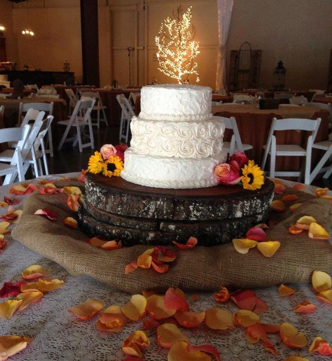 Lowes Foods Wedding Cakes  Hi Fi Wedding Fest at Lowe Mill