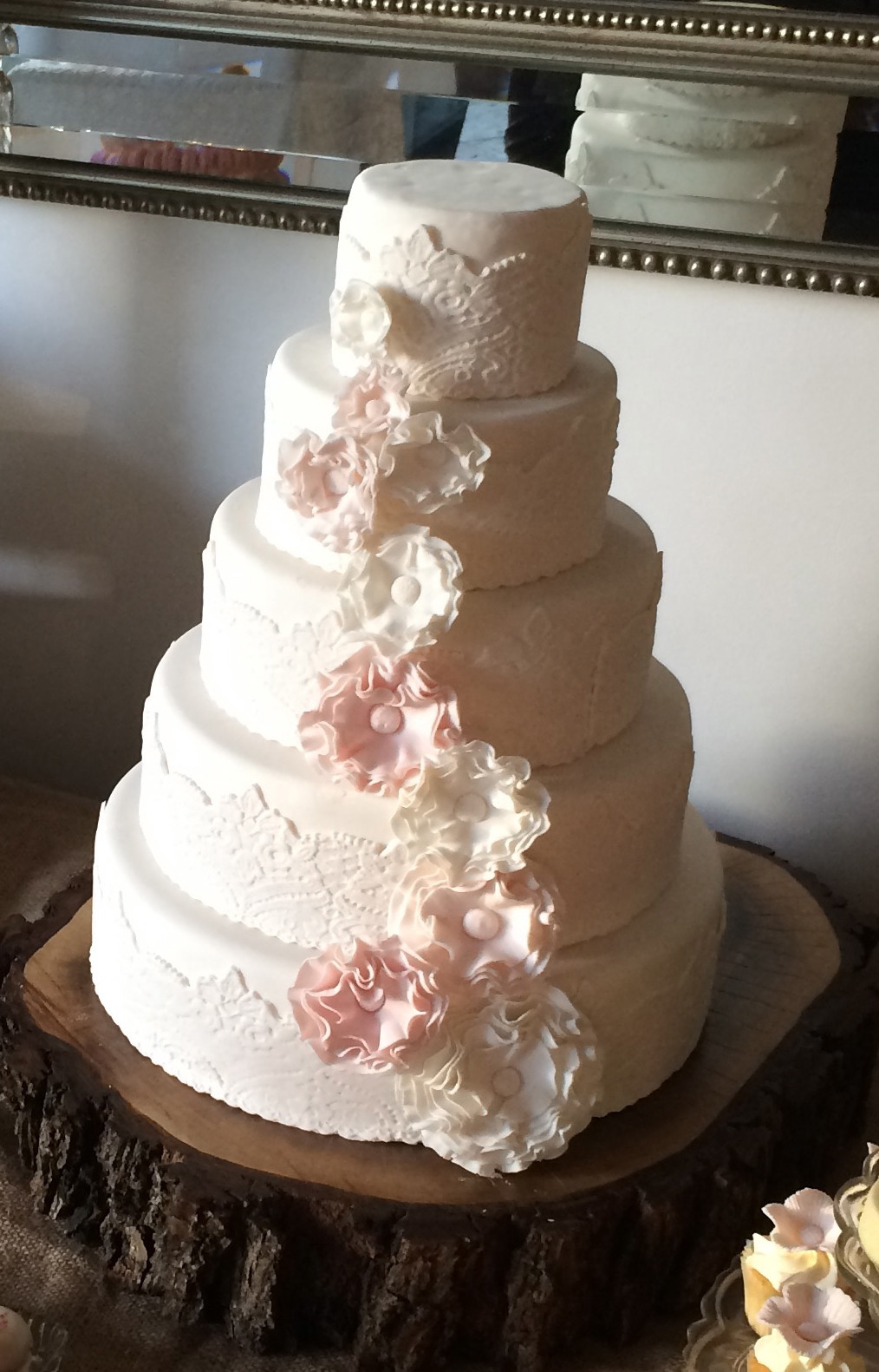 Make Wedding Cakes  How to make a Vintage Lace Wedding Cake