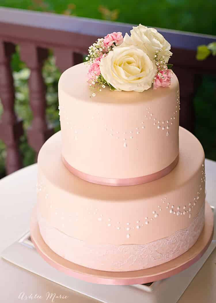 Making Wedding Cakes Beginners  How to use stencils to perfecly decorate a fondant cake