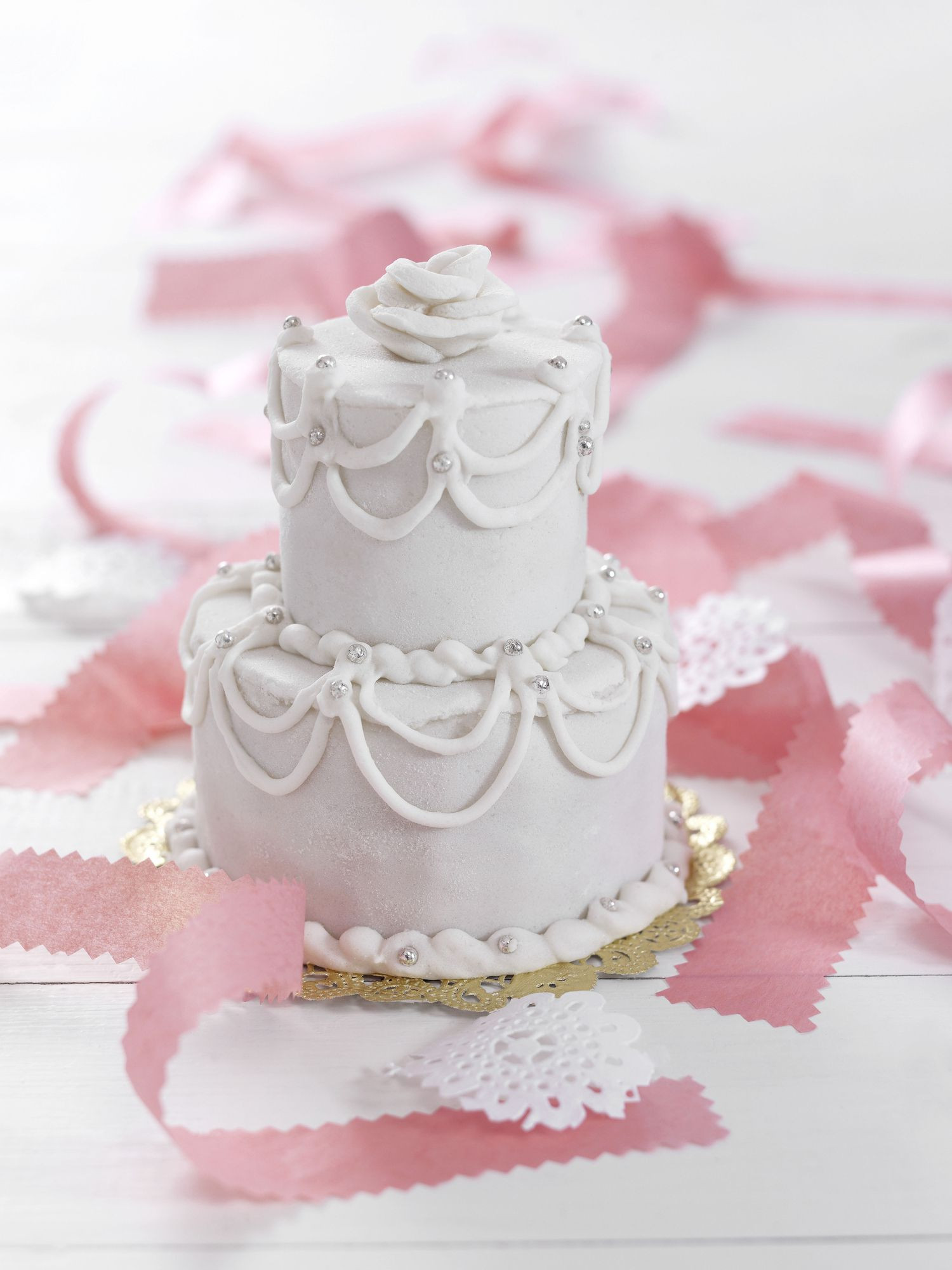 Making Wedding Cakes Beginners  How to Make a Wedding Cake a Beginner s Guide