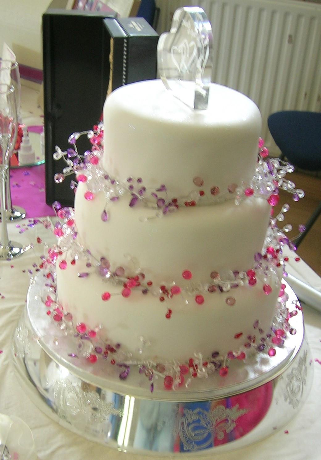 Making Wedding Cakes Beginners  Cake Decorating