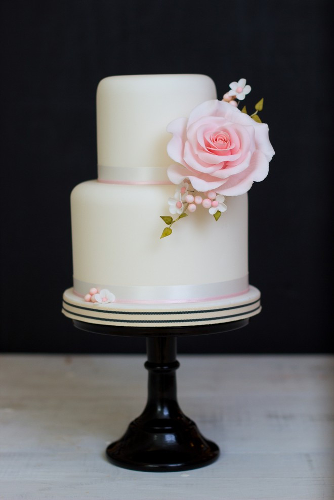 Making Wedding Cakes Beginners  Wedding Cake Course Beginners
