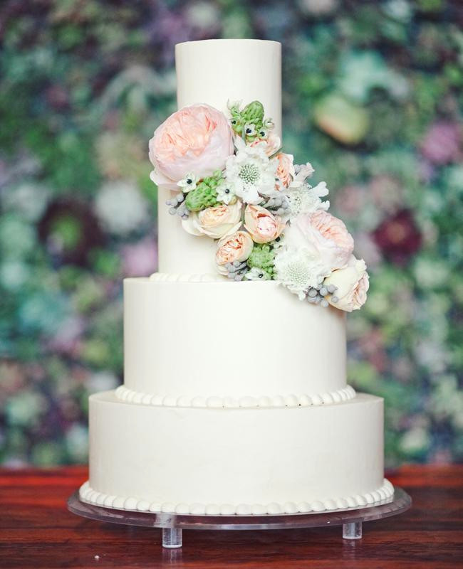 M&M Wedding Cakes  Beautiful Wedding Cake and Flowers From A Simple Cake