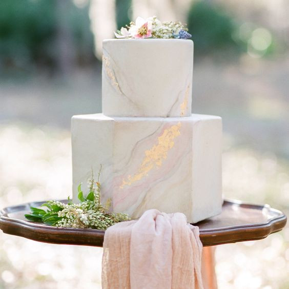 Marble Wedding Cakes  36 Trendy And Glam Metallic Wedding Cakes Weddingomania
