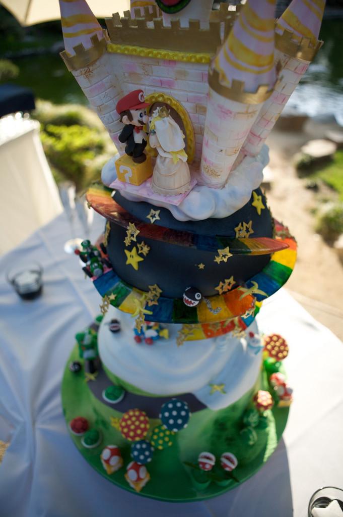 Mario Wedding Cakes  Geek Art Gallery Sweets Super Mario Wedding Cake
