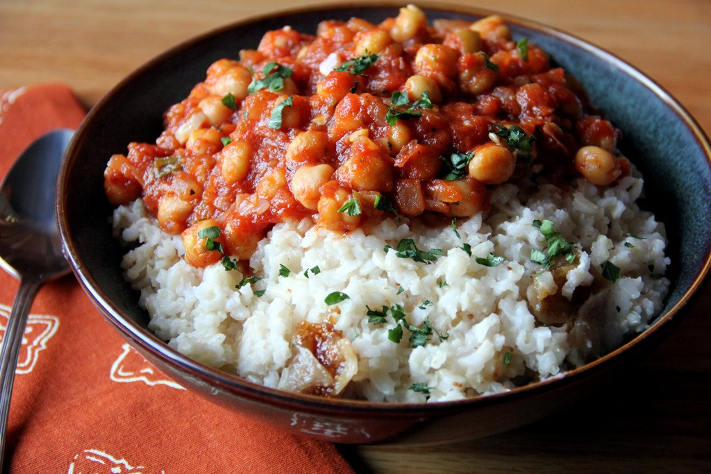 Middle Eastern Chickpea Recipes  Middle East fort in a Bowl Tomato Chickpeas Over Dried
