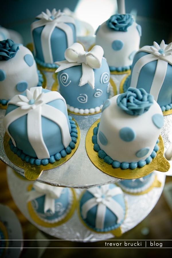 Mini Cakes For Wedding  Mini Wedding Cakes Bitsy Bride