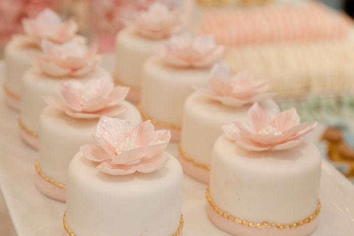 Mini Cakes For Wedding  Bobbette & Belle