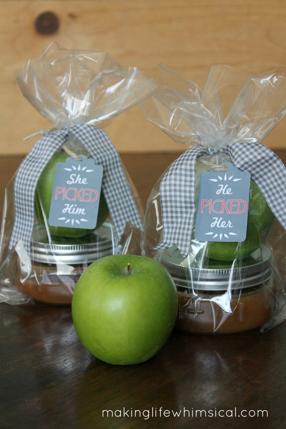 Mini Caramel Apples Wedding Favors  Six Epic Ideas for an Amazing Couple's Shower The Pink Bride