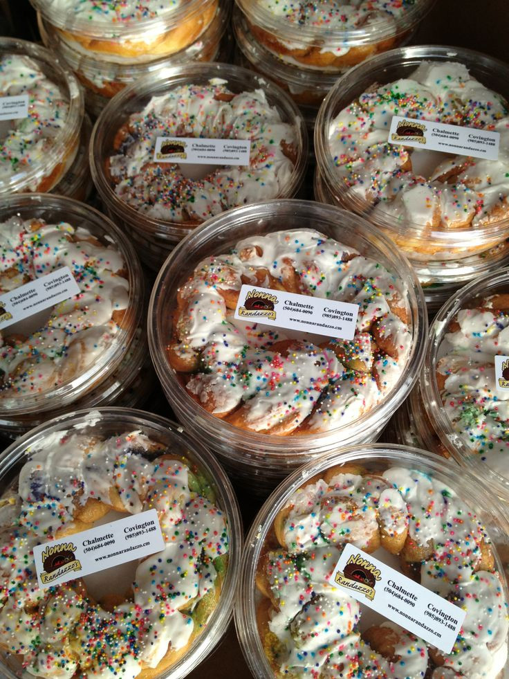 Mini King Cakes Wedding Favors  1000 images about Bakeries We Re mend on Pinterest