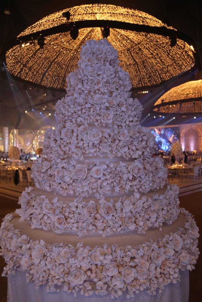 Most Extravagant Wedding Cakes  AMAZING STORIES AROUND THE WORLD The World's Most
