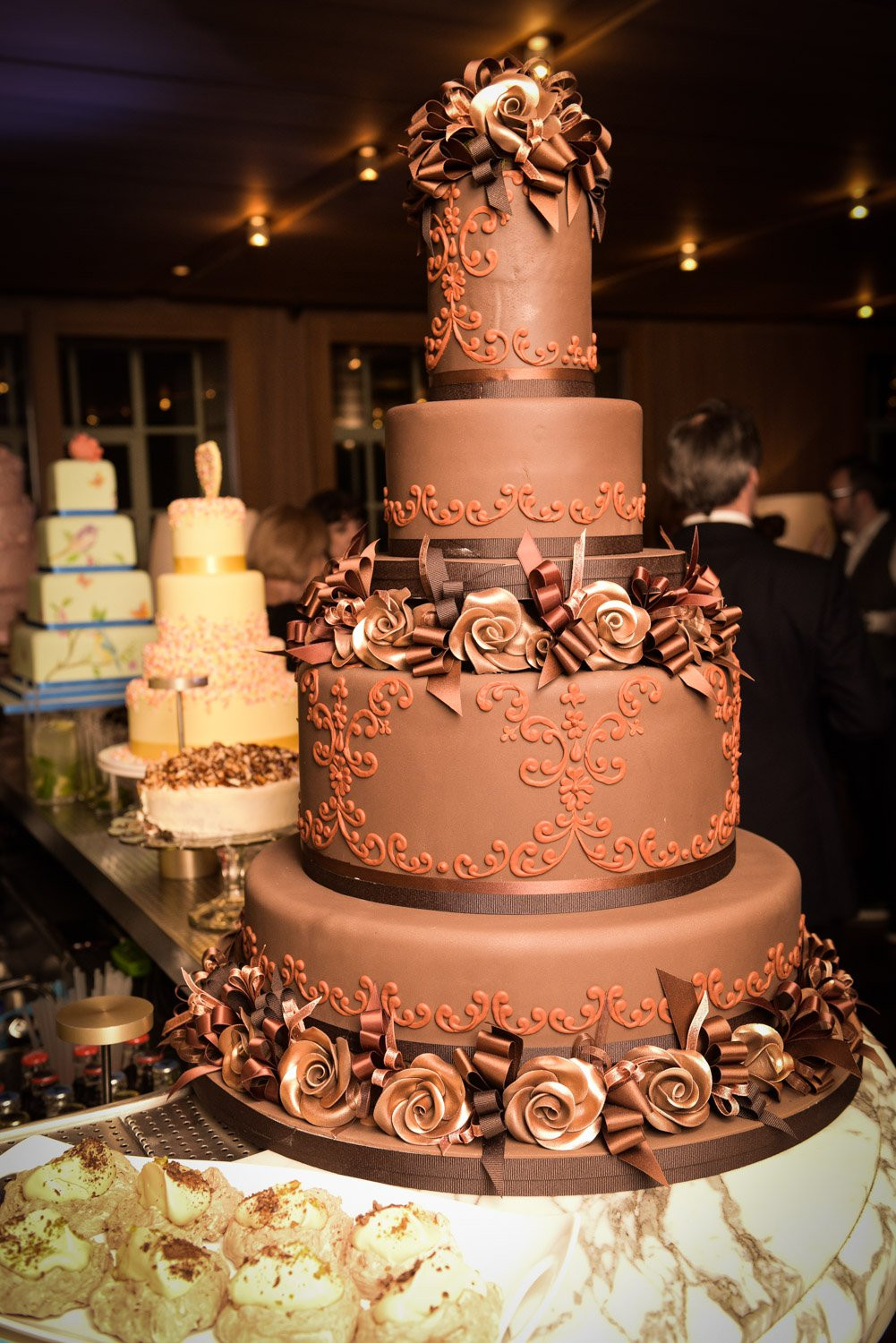 Most Extravagant Wedding Cakes  9 Most Extravagant And Expensive Celebrity Wedding Cakes