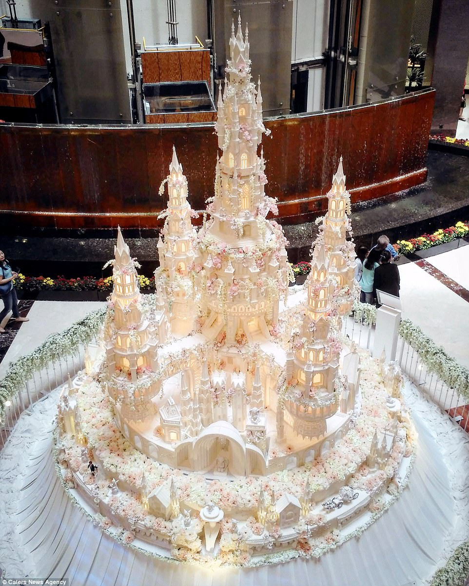 Most Extravagant Wedding Cakes  Are these the most elaborate wedding cakes of all time