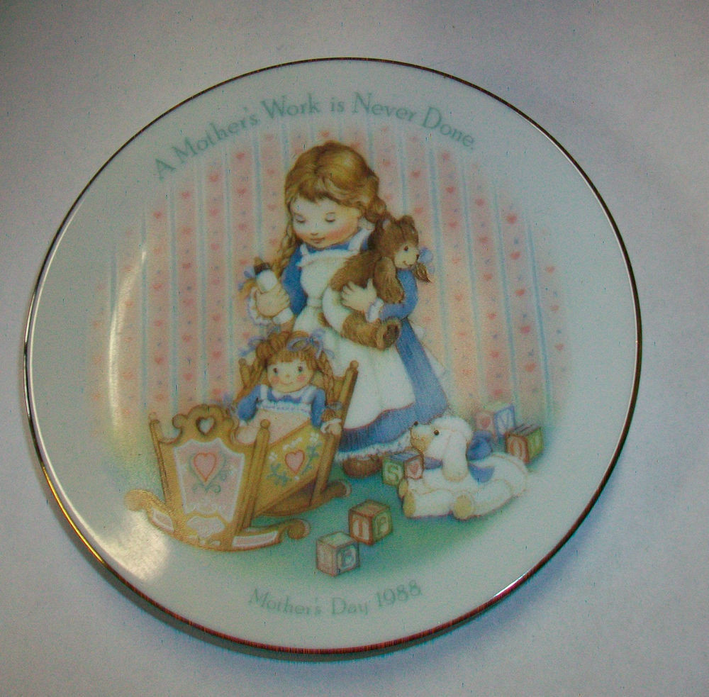 """Mother'S Day Dinner  Avon 1988 Mother s Day Collector Plate """"A Mother s Work is"""