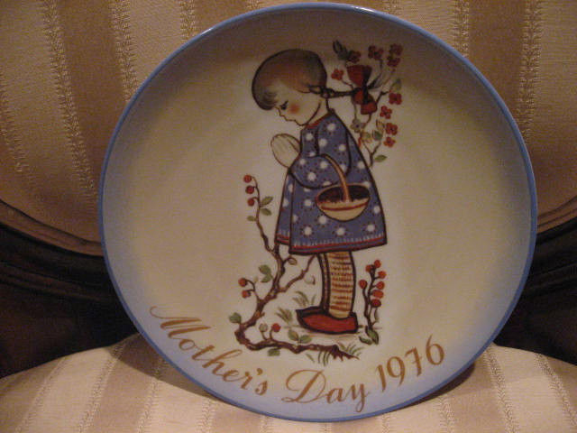 """Mother'S Day Dinners  1976 Hummel Reproduction """" Mother s Day"""" Collectors Plate"""