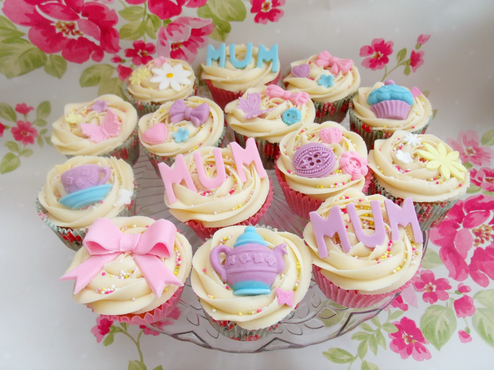 Mothers Day Cupcakes  Lemon Drizzle Cake & Mothers Day Cupcakes ♥
