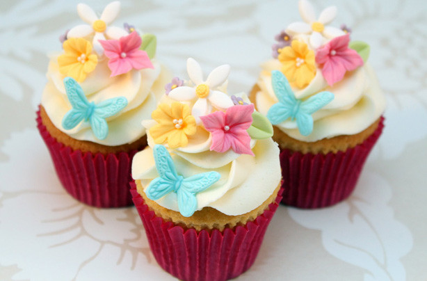 Mothers Day Cupcakes  Mother's Day floral cupcakes recipe goodtoknow