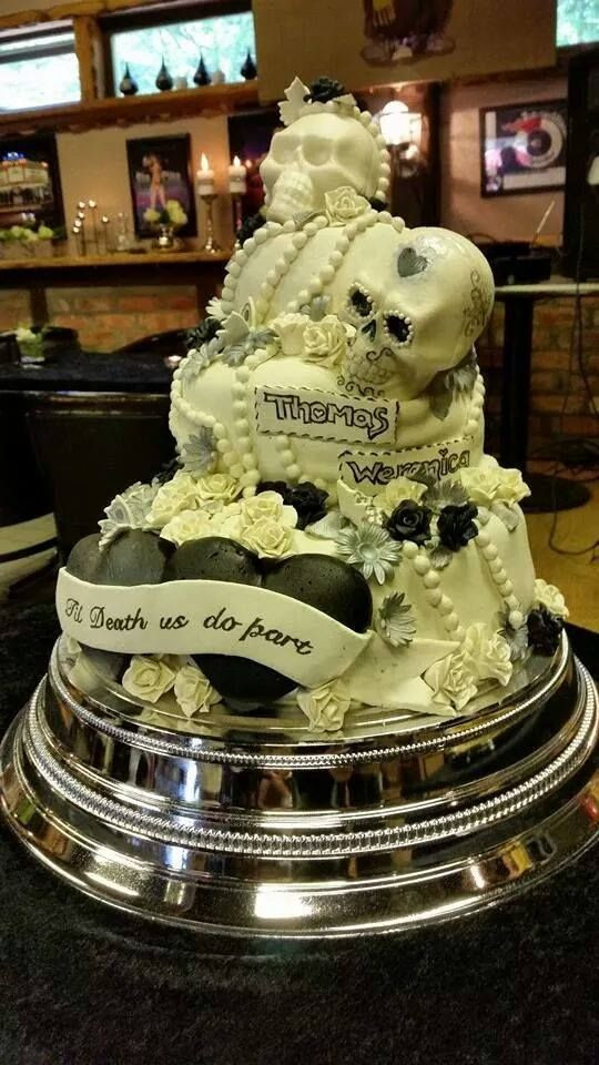 Motorcycle Wedding Cakes  Amazing Skull Biker Wedding Cake