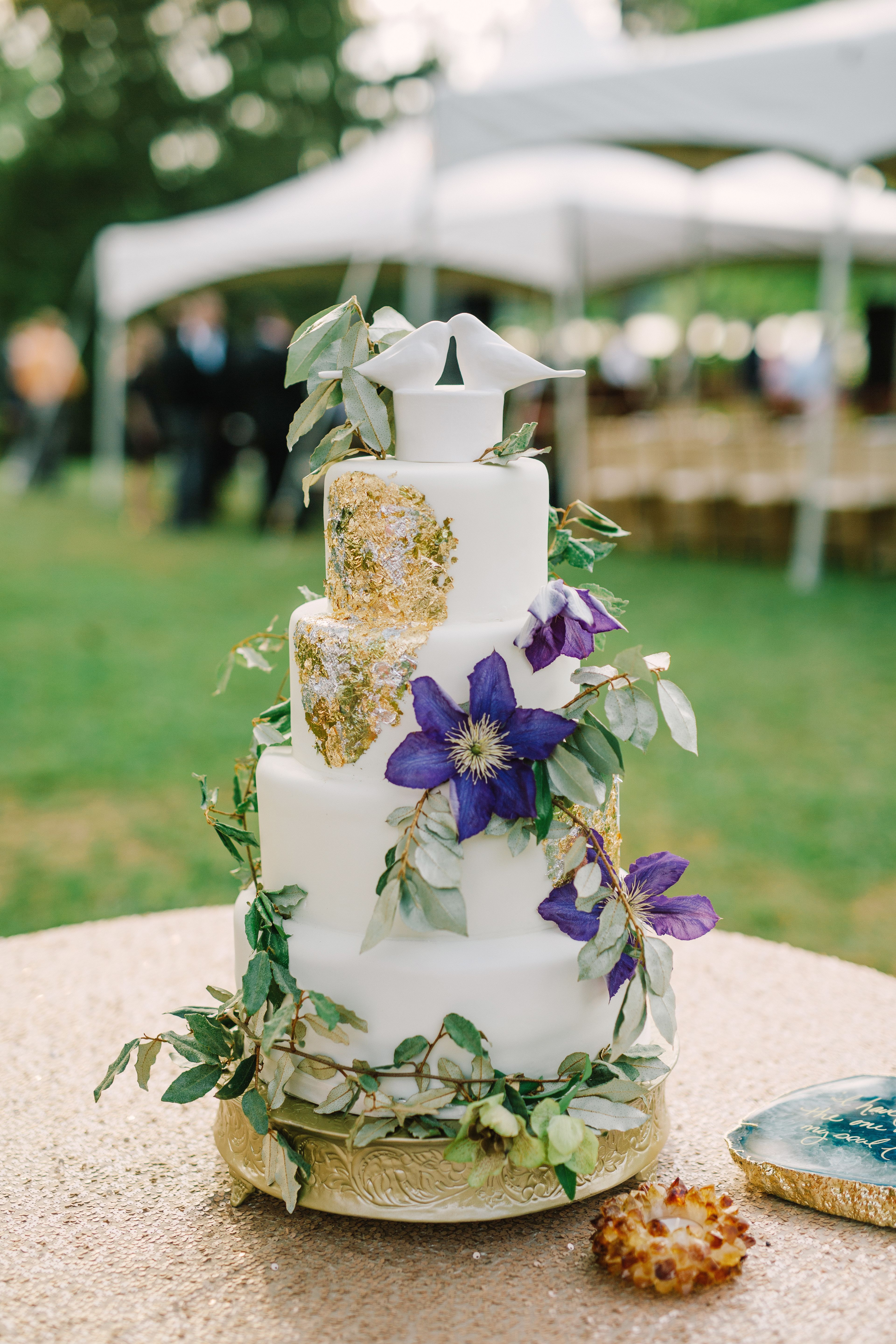 Nature Wedding Cakes  Natural Wedding Cake With Vines and Metallic Accent