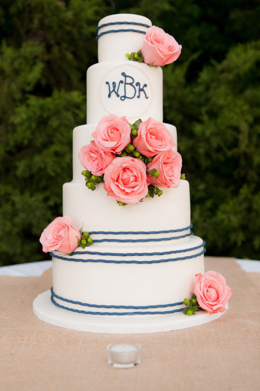 Nautical Wedding Cakes  10 Nautical Wedding Cakes Too Pretty you may not want to