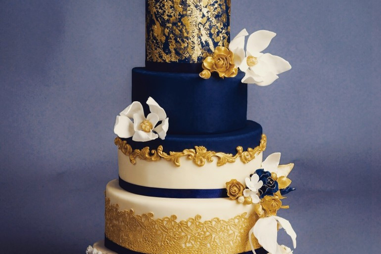 Navy Blue And Gold Wedding Cakes  Navy blue and gold wedding cake idea in 2017