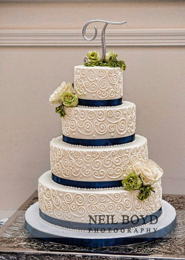 Navy Blue Wedding Cakes  White and navy blue wedding cake Wedding cake topper