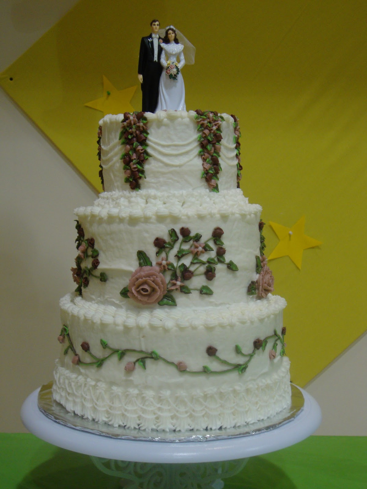 Old School Wedding Cakes  Mega Pretty Cakes Old School Wedding Cake with Groom s Cake