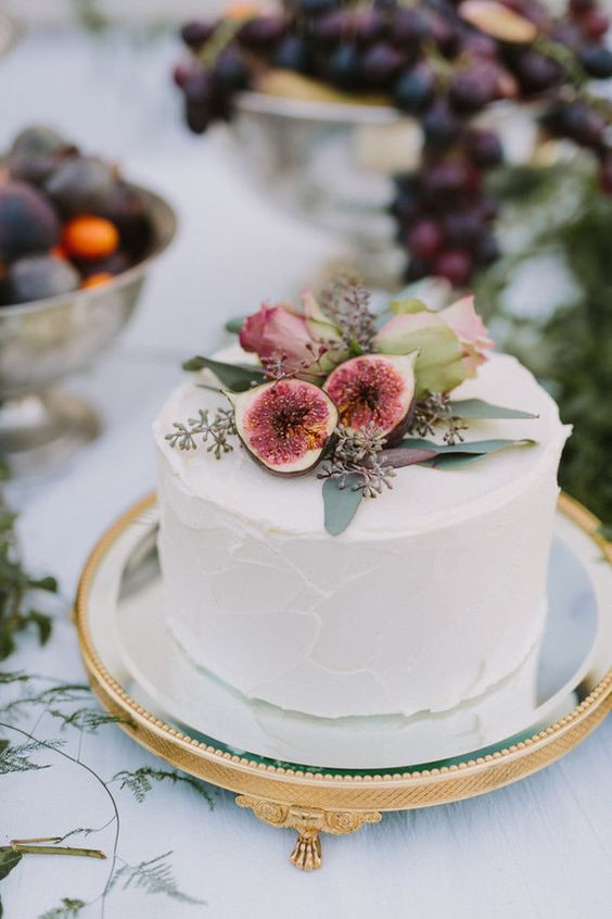 One Tiered Wedding Cakes  How to save on wedding cake costs 7 Ways to save on