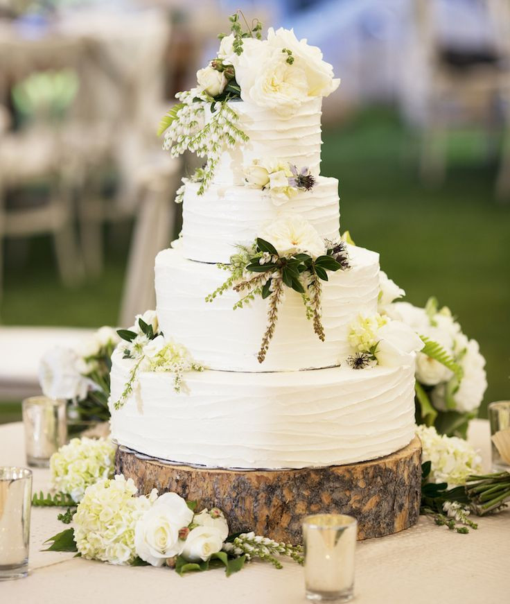 Outdoor Wedding Cakes  What You Need to Know About Planning an Outdoor Wedding