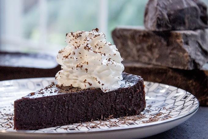 Passover Flourless Chocolate Cake  Flourless Chocolate Cake 4 ingre nts Dinner then