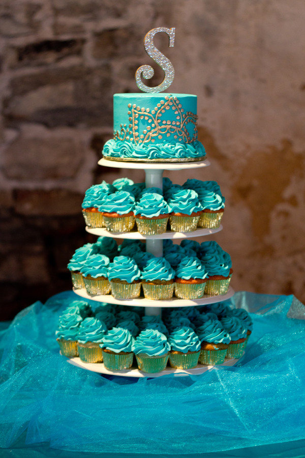 Peacock Themed Wedding Cakes  Peacock Themed Wedding in Georgia With a Nontraditional
