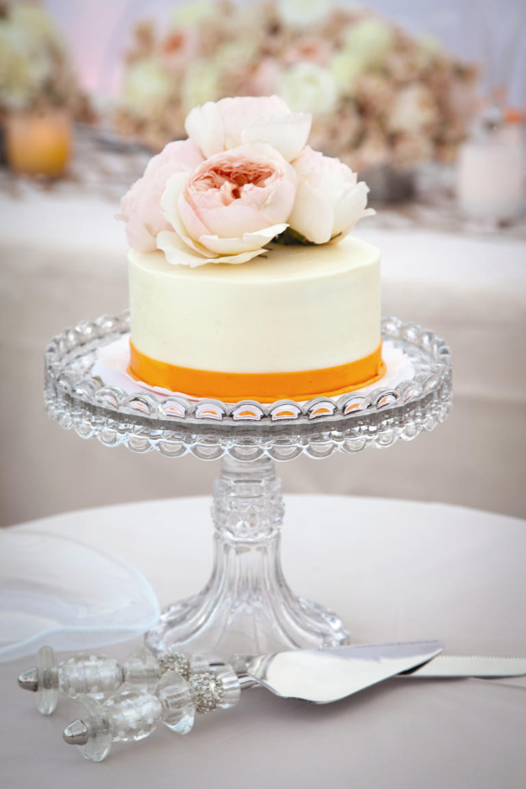 Pictures Of Small Wedding Cakes  10 Wedding Cakes That Almost Look Too Pretty To Eat