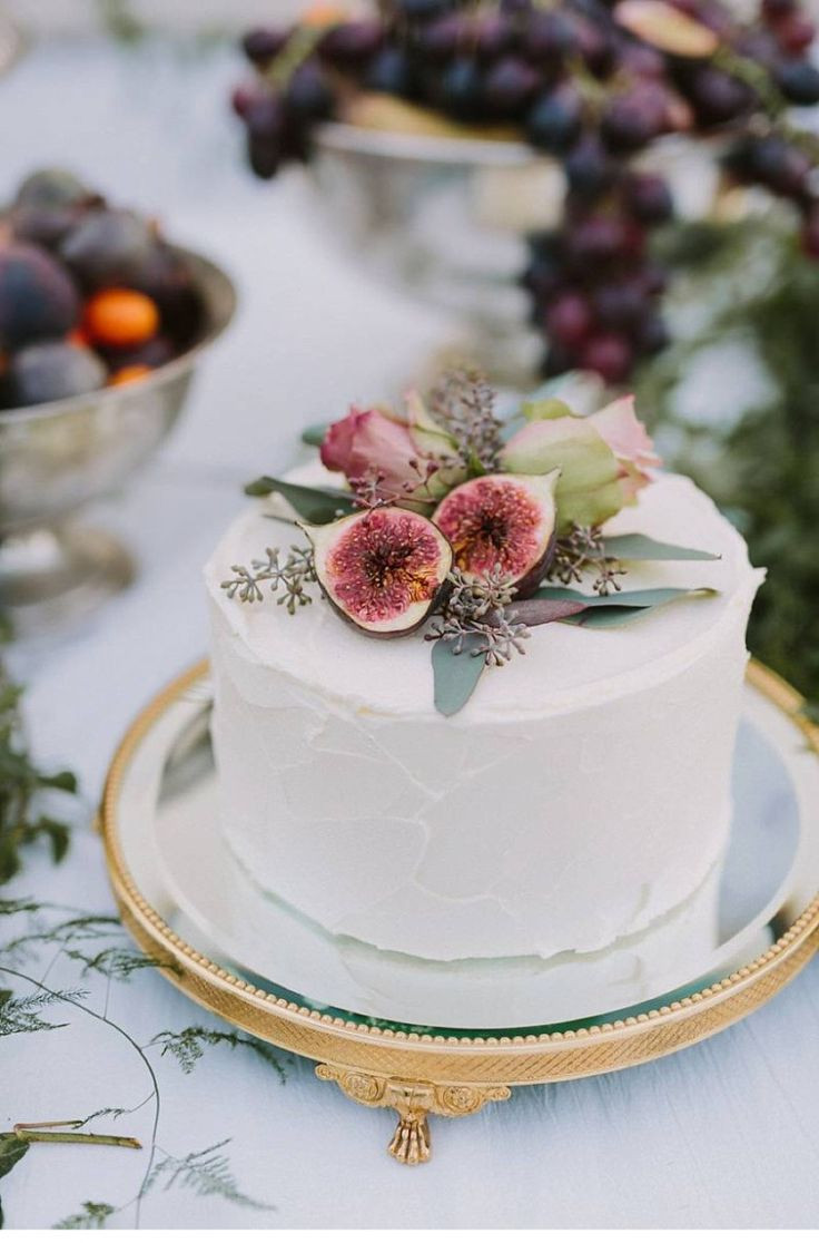 Pictures Of Small Wedding Cakes  26 Small Wedding Cake Ideas Pretty Designs