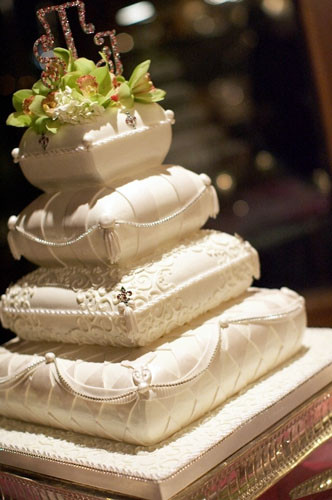 Pillow Wedding Cakes  Her Dream Wedding of WEDDING CAKES part3