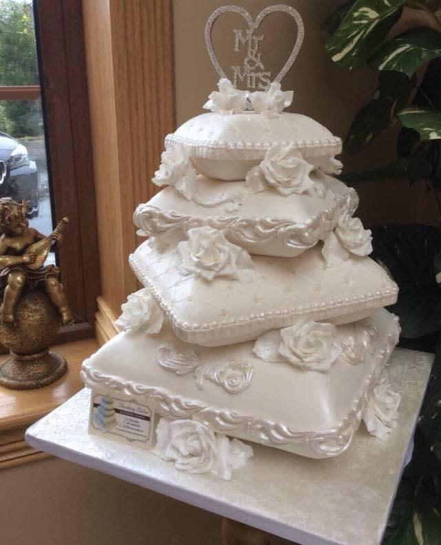Pillow Wedding Cakes  Pillow Cakes CakesDecor