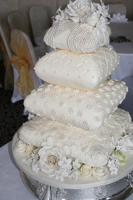 Pillow Wedding Cakes  afa623e333 z