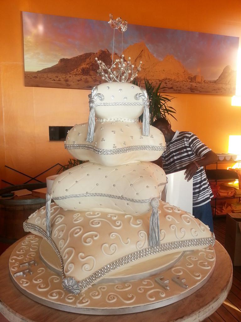Pillow Wedding Cakes  Pillow Wedding cake