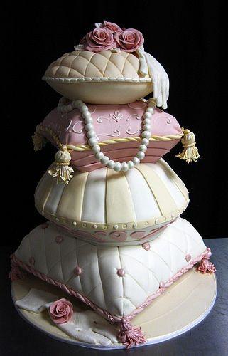 Pillow Wedding Cakes  Mais de 1000 ideias sobre Pillow Cakes no Pinterest