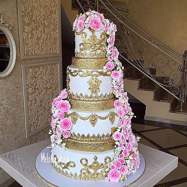Pink And Gold Wedding Cakes  Gold and pink traditional wedding cake