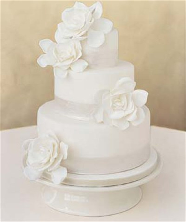 Plain White Wedding Cake  40 Elegant and Simple White Wedding Cakes Ideas Page 4